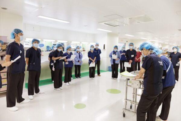 手術室のミーティング風景 大腸癌手術について